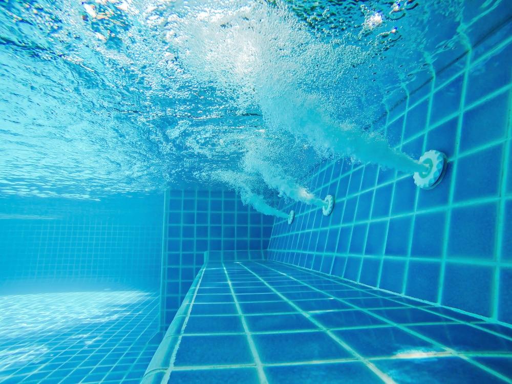 שחייה לגברים